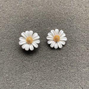 Kate Spade Daisy Flower Stud Earrings